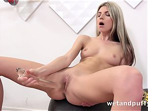 moist sweet labia with yoga honey Gina Gerson