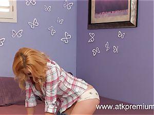 blondie fledgling Lexi Belle bangs her pussy hard