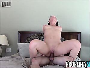 luscious Aidra Fox porks her insatiable client