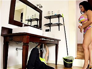 ample mexican housewife Sheila gets her seep rammed by the plumber