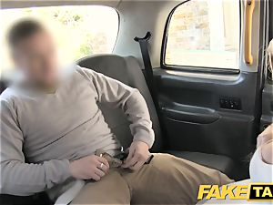 faux taxi bride to be runs away from her wedding