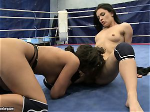 honey demon and Melanie Memphis vag eat in the ring