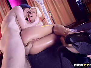 Monster fuck-stick slips into succulent puss fuck-hole of Jessie Volt