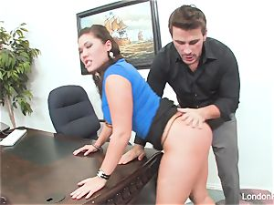 chinese beauty London Keyes gets an office boink