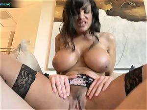 Pretty dame Lisa Ann craving for a man's juices