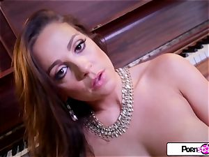 Abigail Mac flash you how much she likes to jizm for you