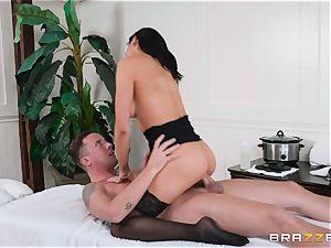 Audrey Bitoni gets a spunk stream from Jessy