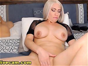 super hot cougar Doing insane On web cam
