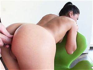 Apolonia Lapiedra lets her fellow inject her jummy backside
