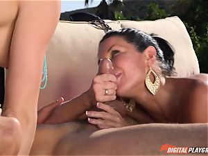 Chanel Preston and Veronica Avluv screwed deep in the super hot spraying cootchie pies