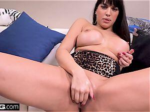 shag Real milfs Latina Mercedes gives a messy bj