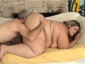 plumper Erin Green on All fours for beef whistle