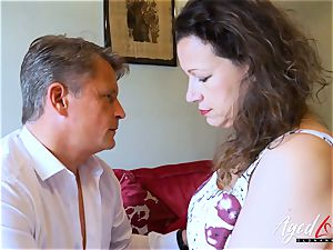 AgedLovE Bussinesman Seduced by super-hot Mature mother