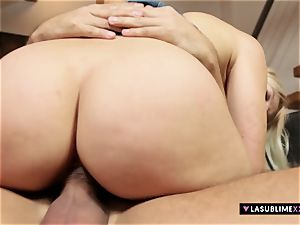 LASUBLIMEXXX tasty Cat takes massive fuckpole for first time
