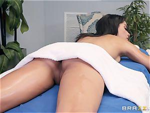 sensuous massage turns into a voluptuous bang