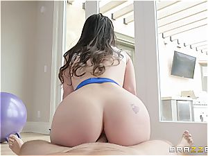 Lana Rhoades gets her backside wedged during a yoga class