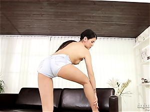 dark haired sweetie doll Dee plays with her ultra-cute rosy snatch