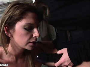Kathia Nobili lets a super-hot dame inhale her wire on