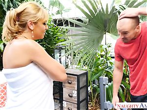 Sean Lawless finds super-hot cougar bare in the garden
