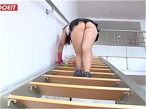 Latina maid agrees to plumb dude for a bigger apex