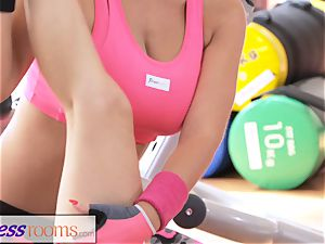 FitnessRooms intimate trainer with ginormous melons