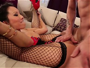 mistress Asa Akira trains her victim a lesson
