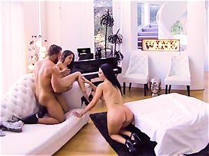 vr porn-Sexy steamy stepmother poked in vulva